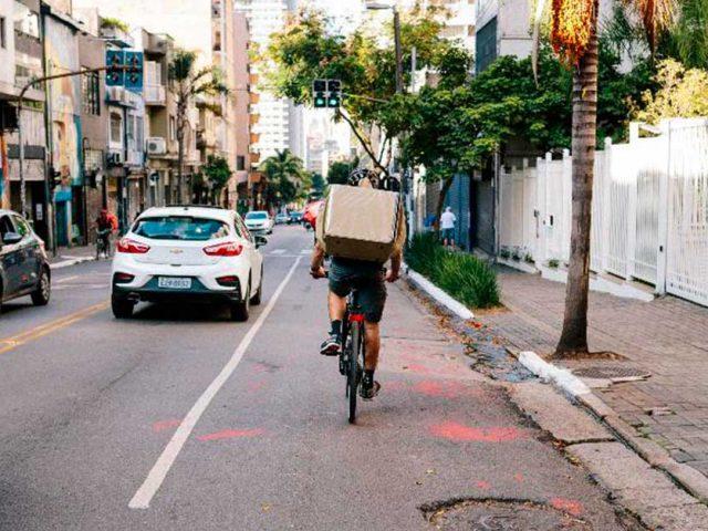 http://payparking.com.br/wp-content/uploads/2020/10/ciclista-ocupa-a-faixa-da-esquerda-em-uma-via-da-cidade-de-sao-paulo-640x480.jpg