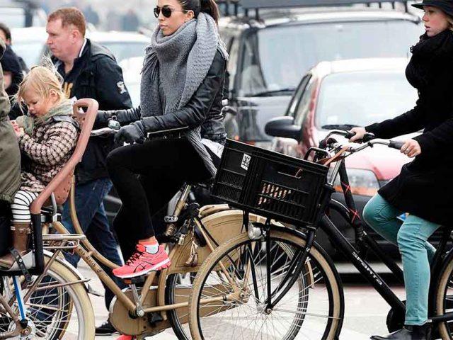 http://payparking.com.br/wp-content/uploads/2021/01/cidades-bicicletas-do-que-carros-640x480.jpg