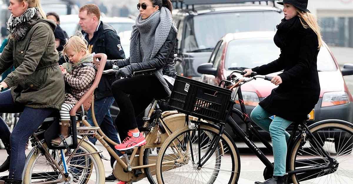 http://payparking.com.br/wp-content/uploads/2021/01/cidades-bicicletas-do-que-carros.jpg