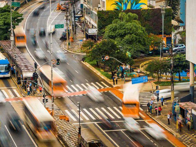 http://payparking.com.br/wp-content/uploads/2021/06/cidades-inteligentes-melhorar-mobilidade-urbana-640x480.jpg